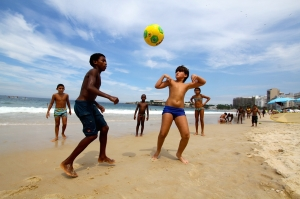 A2-Brazil-Rio-kids-football-soccer-beach-IMG_0271